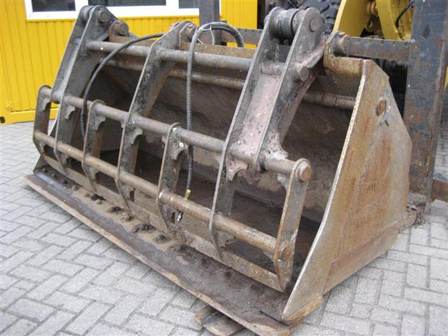 Bucket with clamp (Terex)